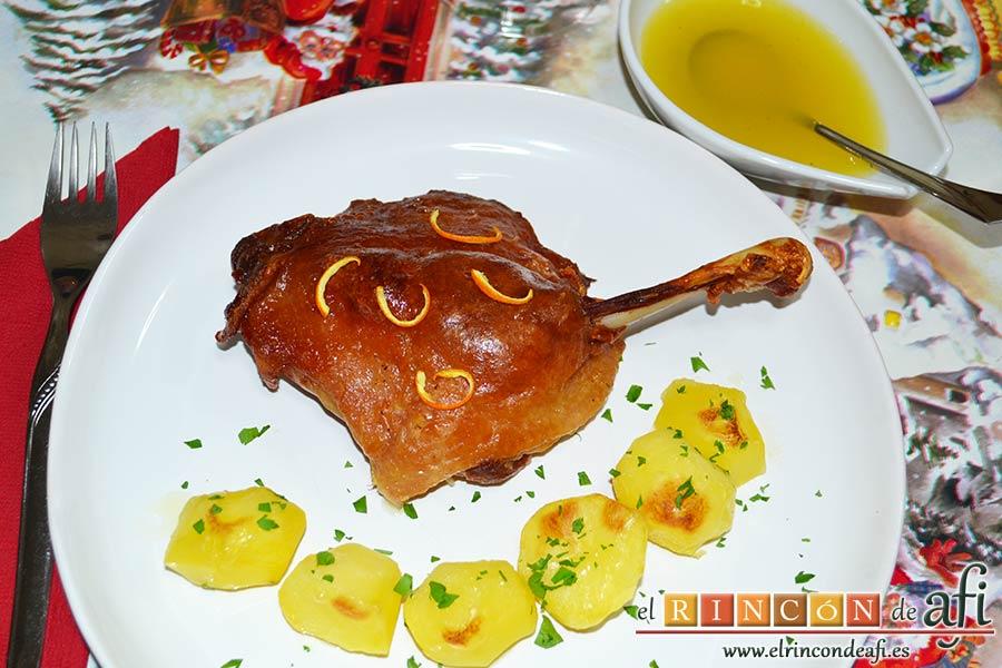 Confit de pato con salsa de naranja, sugerencia de presentación