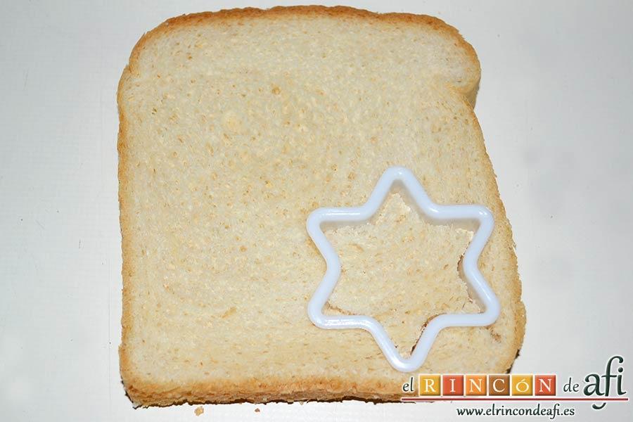 Crema de col lombarda, cortar formas en el pan de molde con un cortapastas