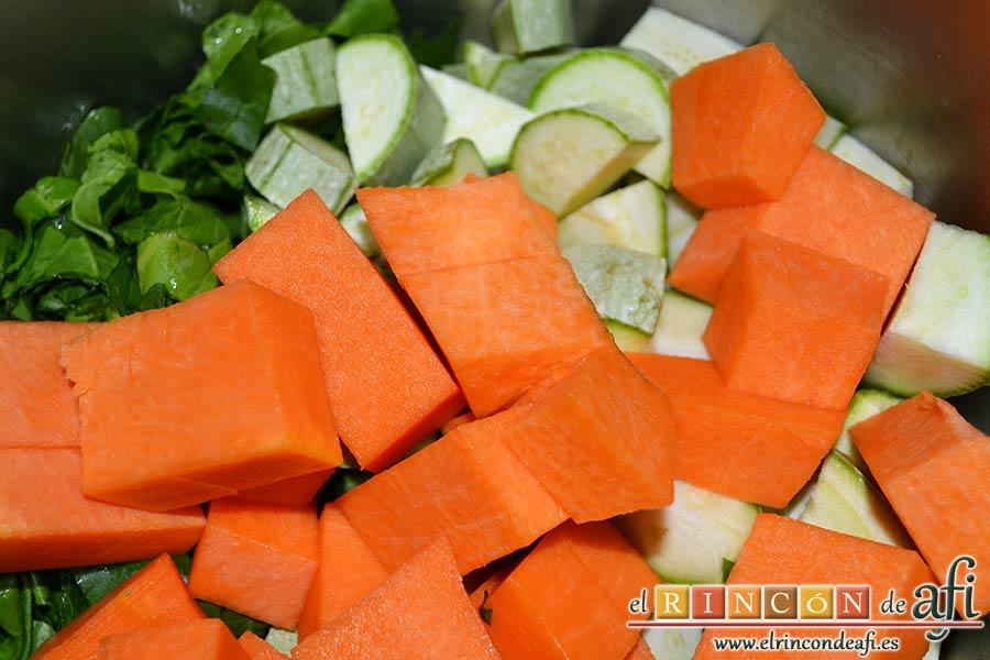 Crema de verduras con curry, añadir la calabaza pelada y troceada