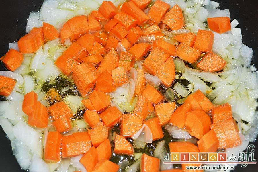 Guiso de ternera con garbanzos, añadir la zanahoria troceada