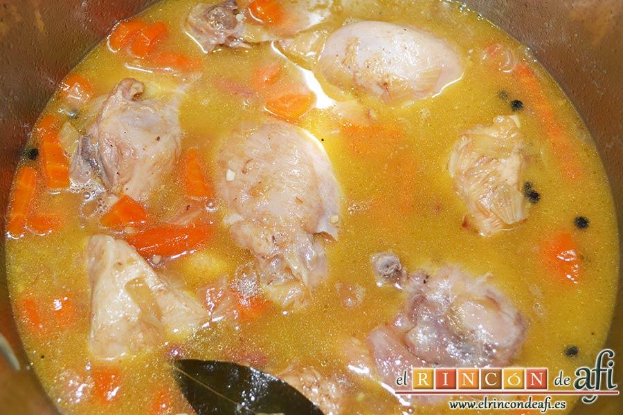 Pollo con salsa de almendras, abrir la olla