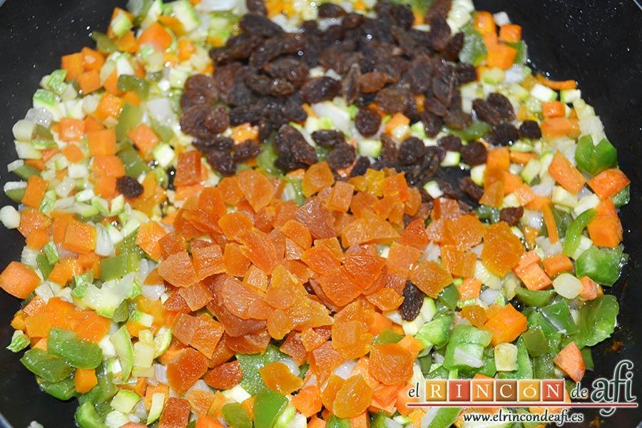 Tabulé estilo Afi, añadir a las verduras pochadas las pasas y orejones cortados en trocitos