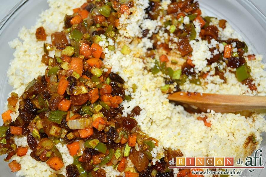 Tabulé estilo Afi, remover bien y volcar las verduras sobre el cuscús