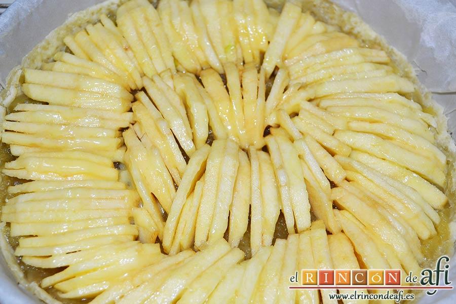 Tarta de manzana especial, pintar de mantequilla derretida