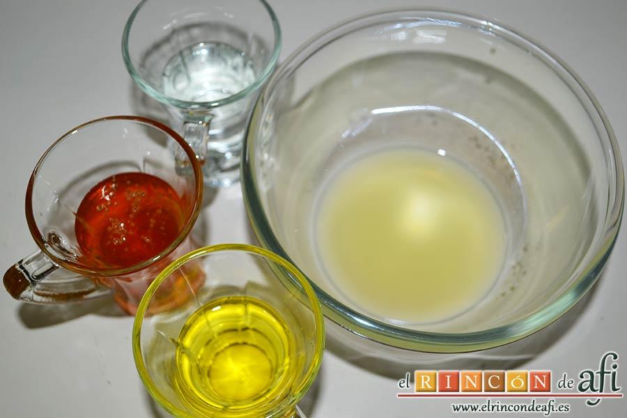 Costillas de cerdo con curry y miel, preparar los ingredientes del aliño