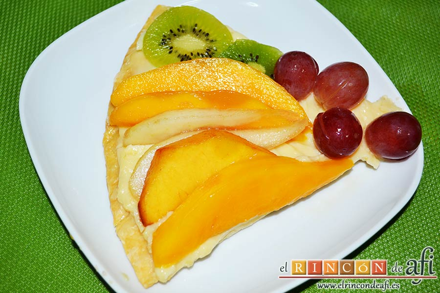 Hojaldre con crema pastelera y fruta fresca, sugerencia de presentación