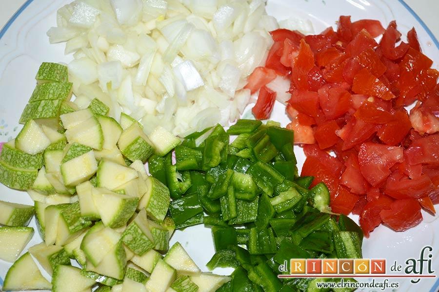 Revuelto de pisto con jamón serrano, trocear las verduras en cuadraditos