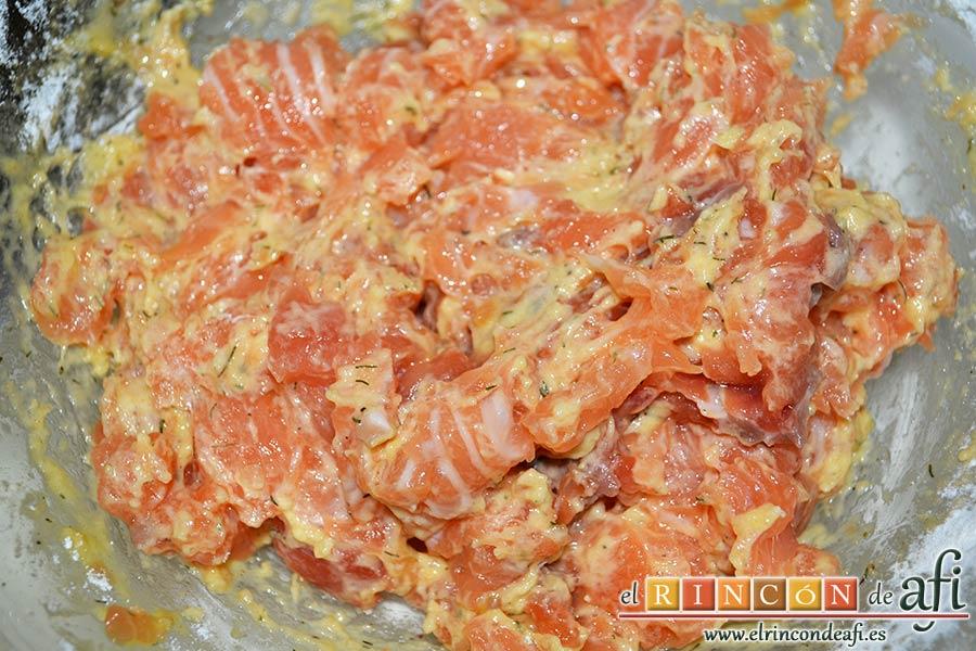 Buñuelos de salmón, remover hasta que esté todo bien mezclado
