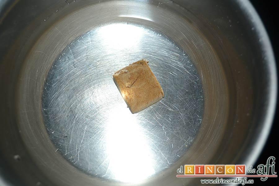 Bacalao a la tranca con pimientos asados, hacer un caldo de pescado con una pastilla de caldo concentrado y agua