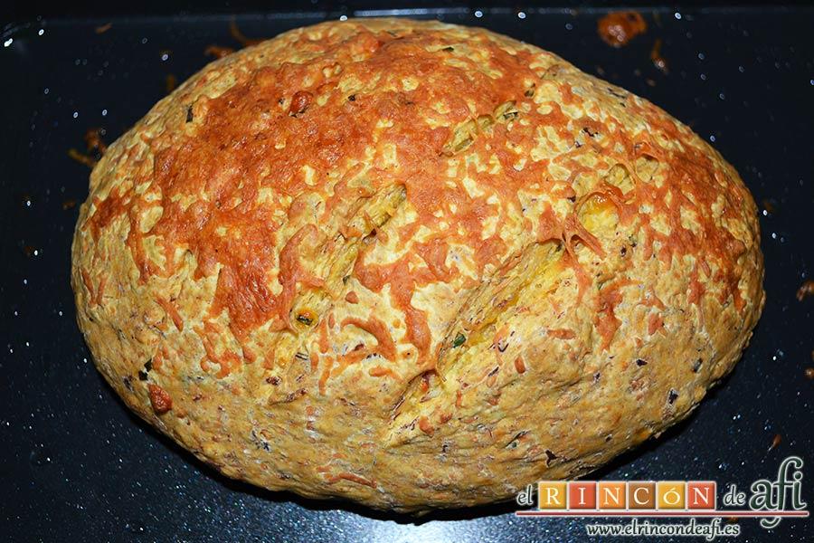 Pan de jamón, queso y cebollino del siglo XXI de Lorraine Pascale, hornear y dejar enfriar