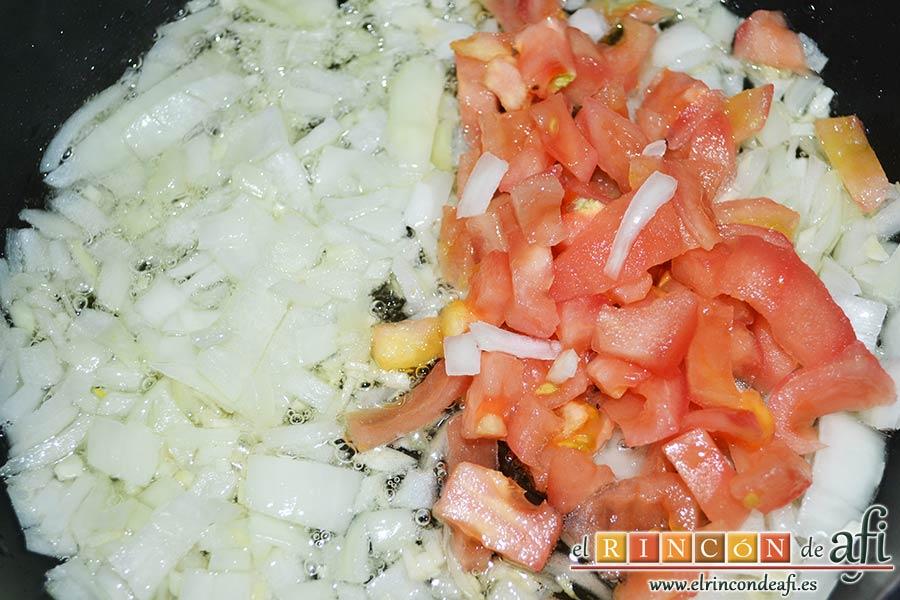 Sopa rápida, añadir el tomate troceado