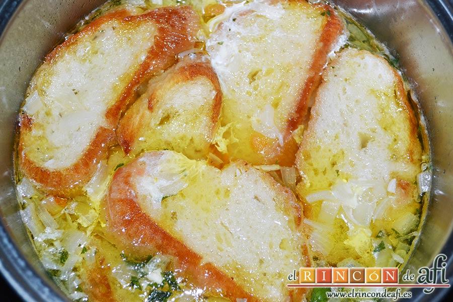 Sopa rápida, añadir los huevos y cocer 1 minuto más