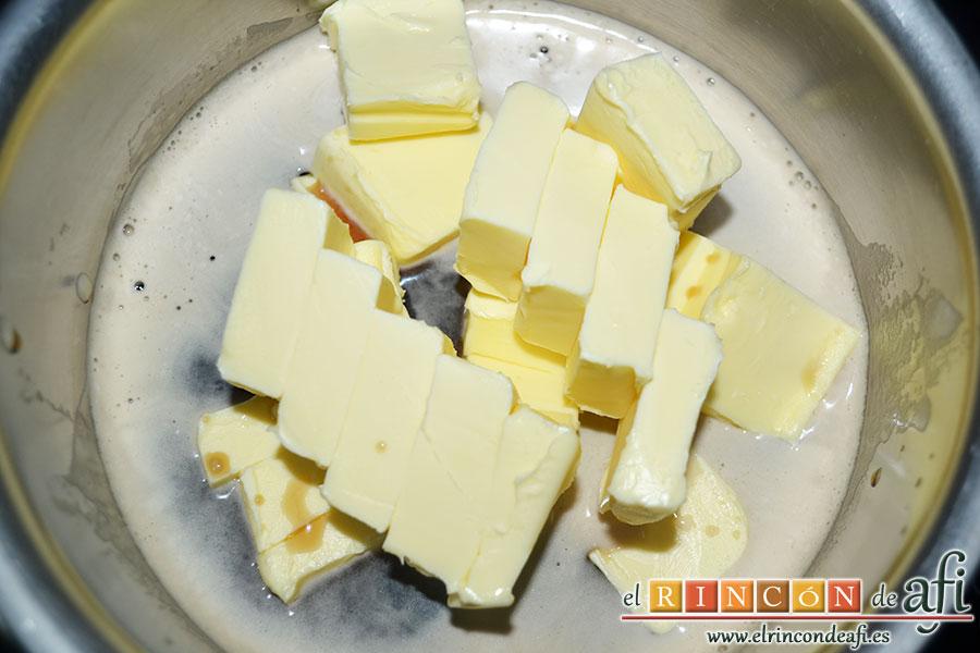 Tarta Guinness, calentar la cerveza con la mantequilla