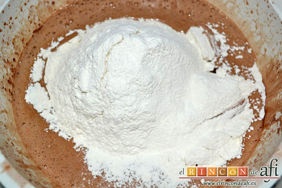 Tarta Guinness, añadirlas tamizadas a la mezcla