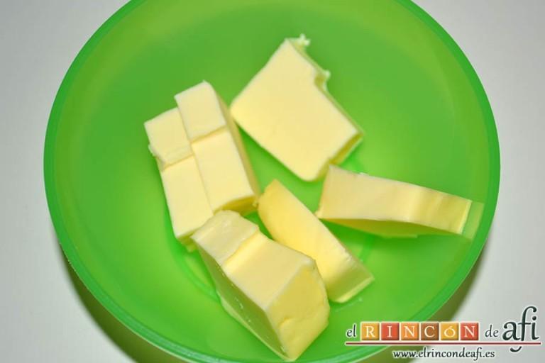 Crema de cebolla con cerveza, pesar la mantequilla