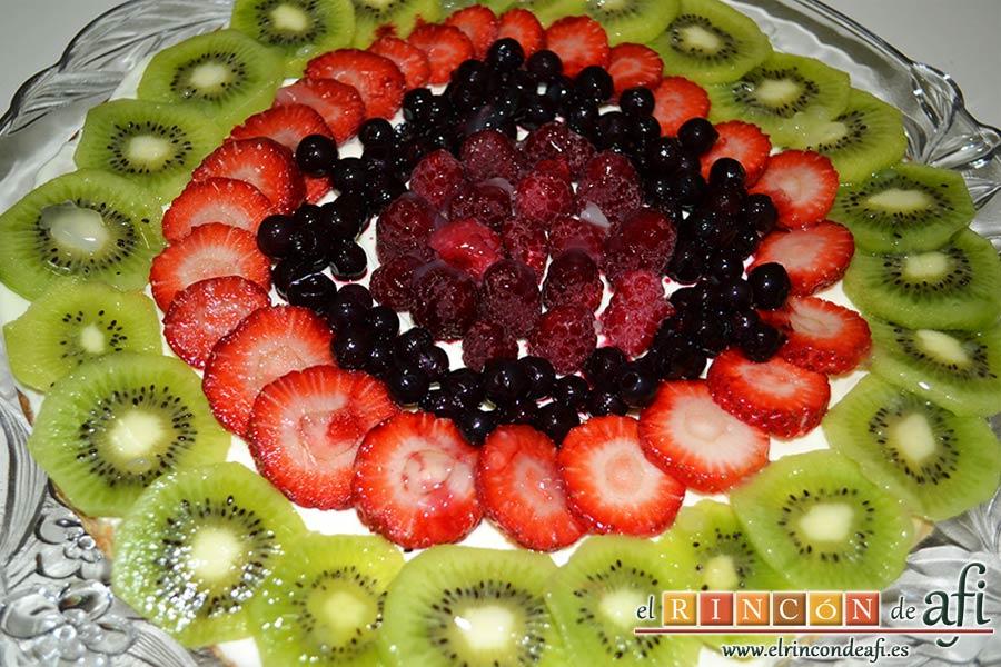 Hojaldre con frutas variadas, meter en la nevera un par de horas