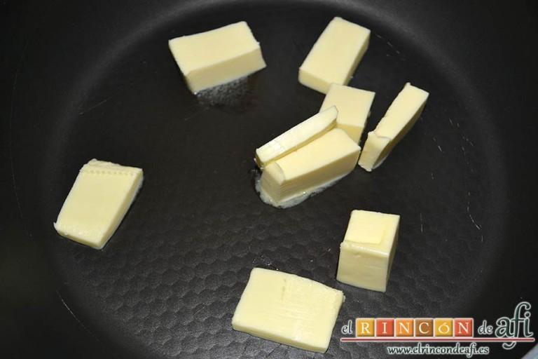 Huevos Florentina, poner en una sartén el resto de la mantequilla