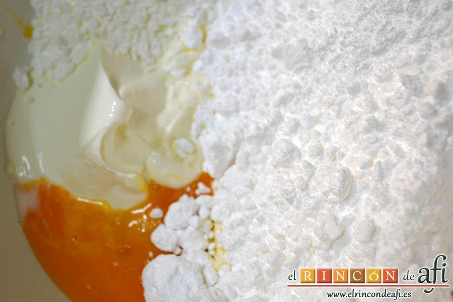 Pudin de limón, añadir el azúcar glass y la crema fresca