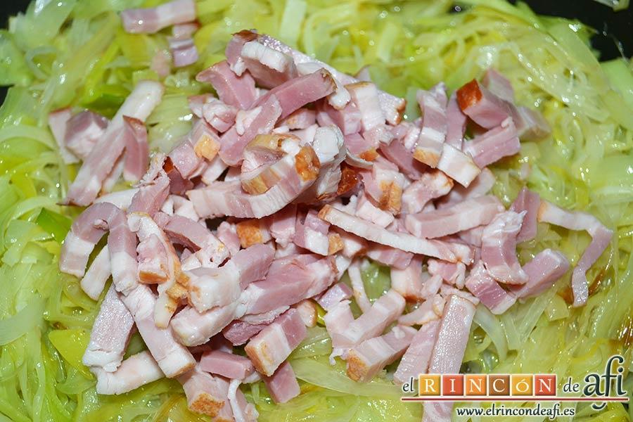 Tortilla de puerros y queso brie, agregar el bacon troceado