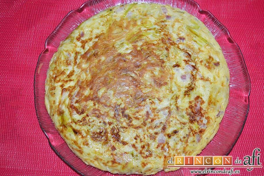 Tortilla de puerros y queso brie, emplatar