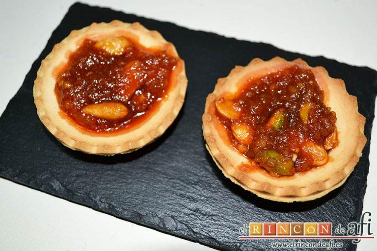 Tartaletas de pistachos y almendras con chorizo de Teror y miel, sugerencia de presentación
