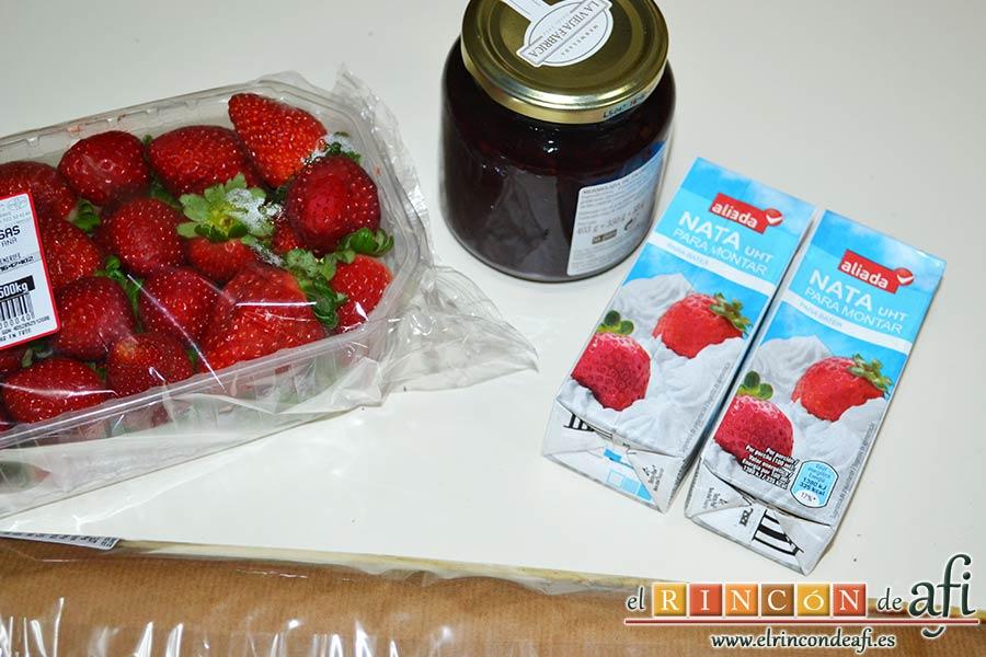 Brazo de gitano relleno de nata y fresa, preparamos los ingredientes