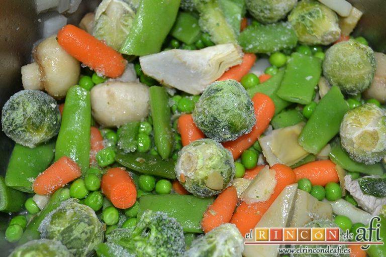 Menestra de verduras con carne de ternera, poner a hervir la menestra