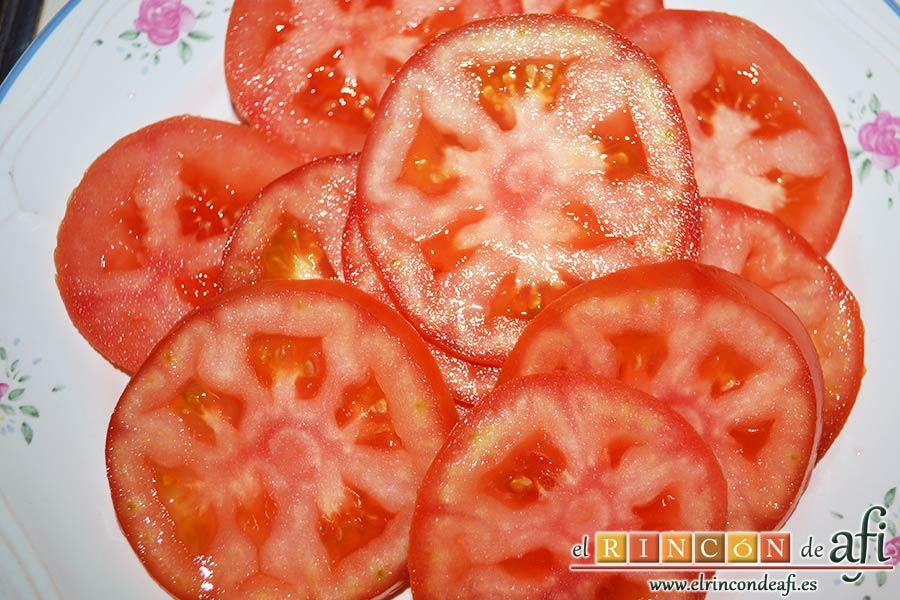 Tarta de verduras, cortar los tomates en rodajas