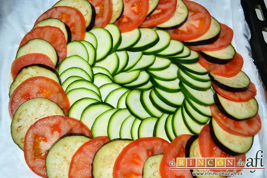 Tarta de verduras, disponer el calabacín