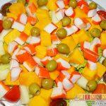 Ensalada de mangas, melón y palitos de cangrejo