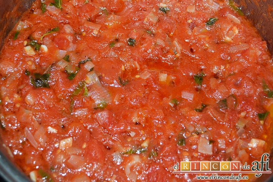 Gnocchi alla sorrentina, comprobar que la salsa ha espesado