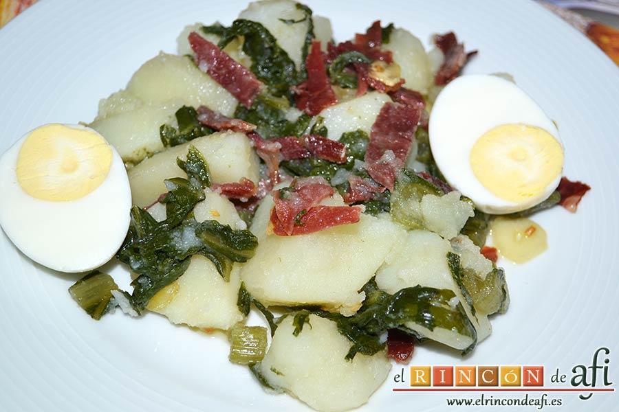 Acelgas con papas y refrito de ajos con jamón serrano, sugerencia de presentación