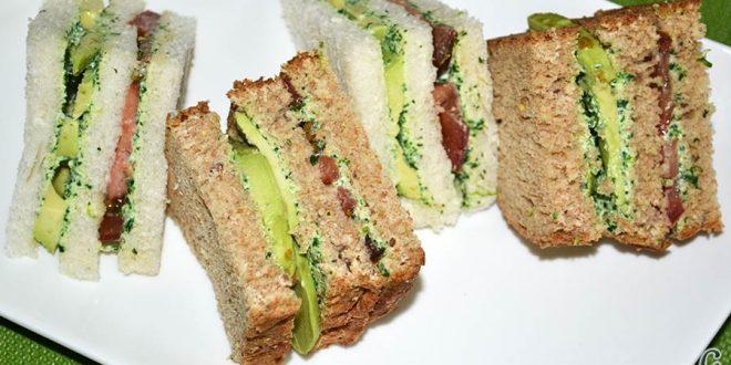 Crema de berros con queso, tomate y aguacate para untar en sandwiches