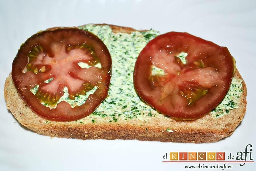 Crema de berros con queso, tomate y aguacate para untar en sandwiches, repetir la operación en pan integral