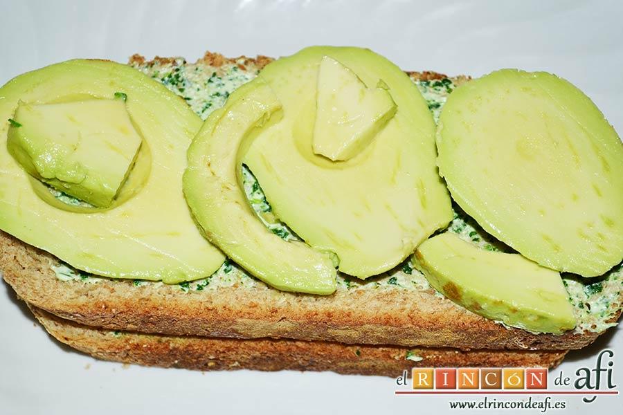 Crema de berros con queso, tomate y aguacate para untar en sandwiches, repetir también el paso del aguacate y la tapa final
