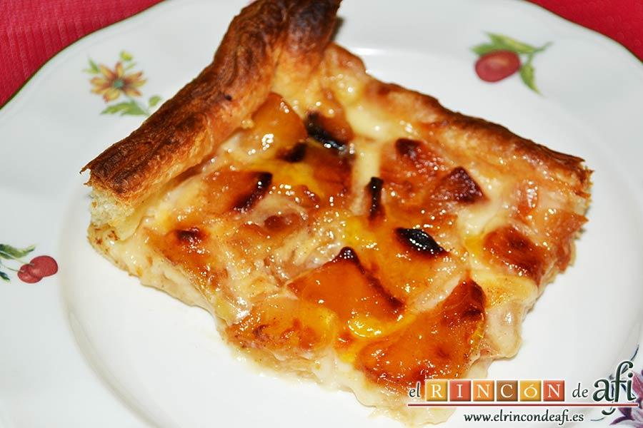 Hojaldre relleno con crema pastelera y manzana