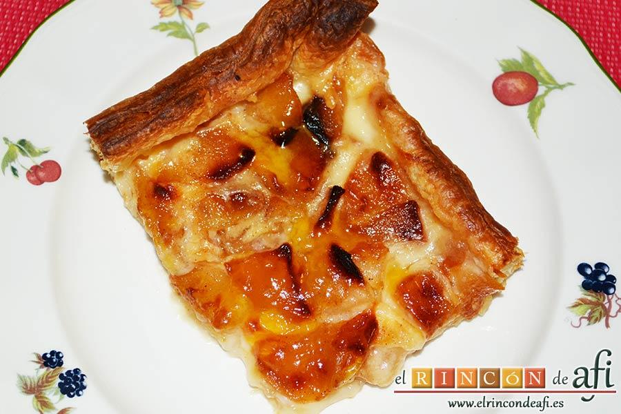 Hojaldre relleno con crema pastelera y manzana, sugerencia de presentación