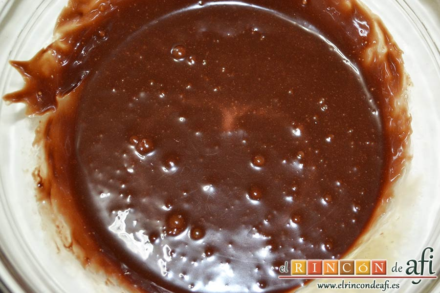 Nutellotti o galletas de Nutella, mezclar muy bien con varillas