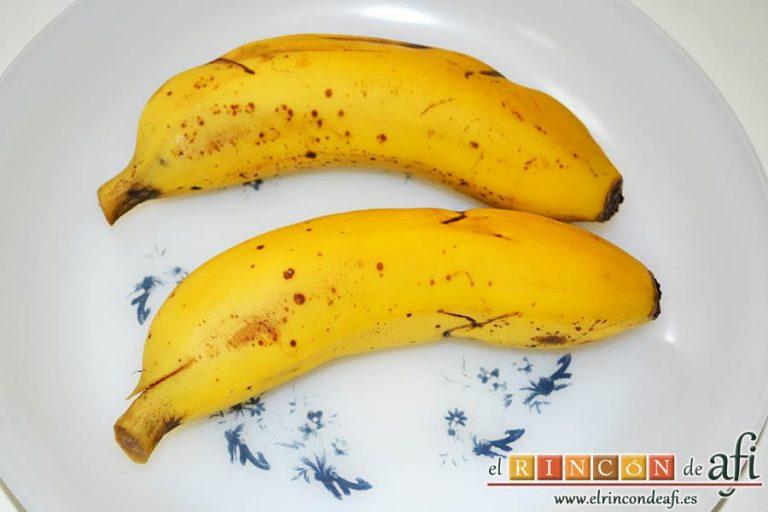 Plátanos amasados con gofio, elegir dos plátanos bien maduros