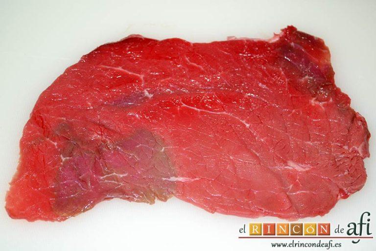 Cachopos asturianos, colocar un filete de ternera