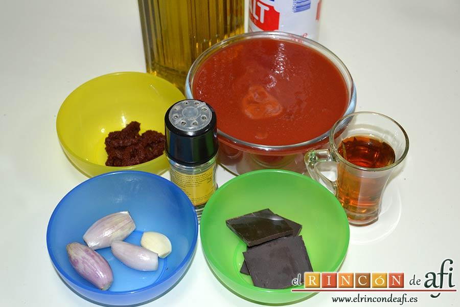 Cintas frescas con butifarra y salsa de tomate al vino dulce y chocolate, preparar los ingredientes