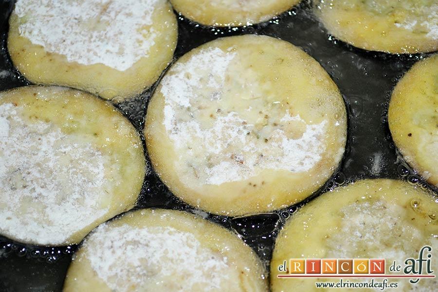 Lagarto de cerdo ibérico a la plancha con berenjenas con miel de caña y papas fritas, freír en aceite de girasol