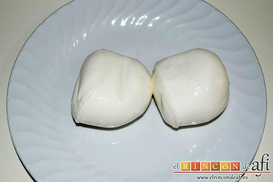 Lasaña de verduras con mozzarella fresca, escurrir la mozzarella