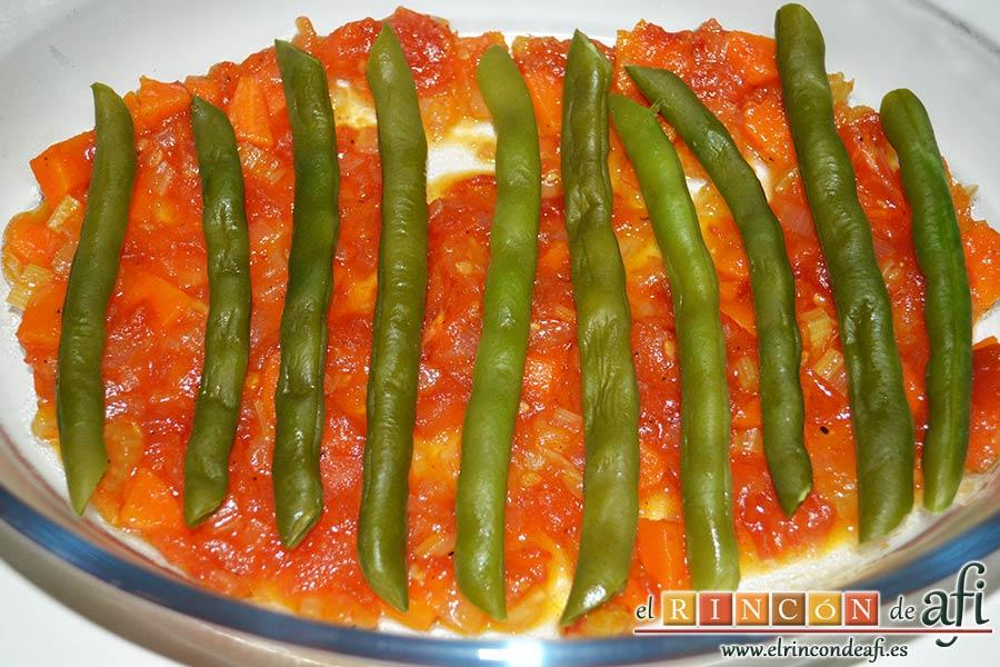 Lasaña de verduras con mozzarella fresca, en una bandeja de horno poner una cama de salsa y encima habichuelas