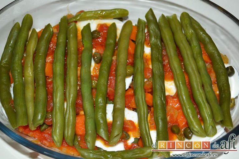 Lasaña de verduras con mozzarella fresca, poner otra capa de habichuelas, mozzarella, alcaparras y habichuelas