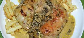 Muslos de pollo al curry con leche de coco y champiñones salteados