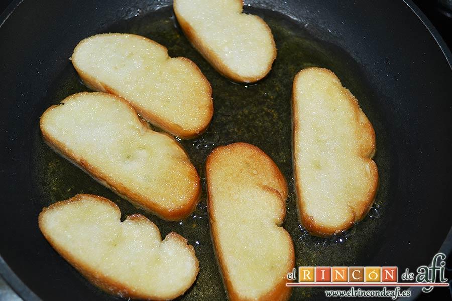 Sopas canas, freír el pan