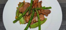 Wok de secreto ibérico con verduras al estilo asiático
