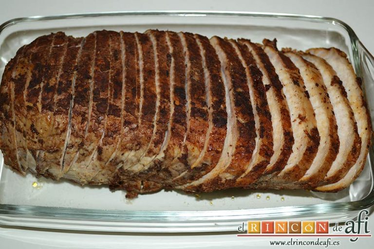 Lomo de cerdo adobado y salsa de mermelada de cerezas, se puede dejar la carne cortada hasta el momento de servirla
