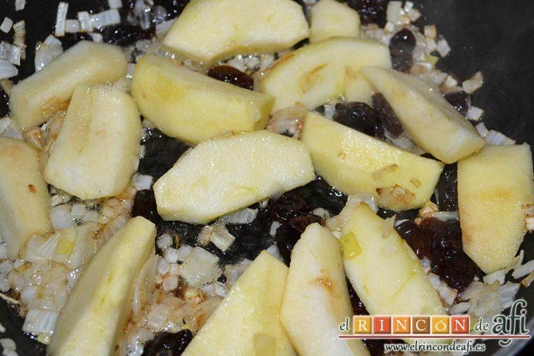 Pato crujiente con chutney de manzanas y pasas, remover de vez en cuando